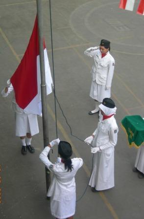 Pengibaran Bendera Merah Putih (puncak acara HUT)